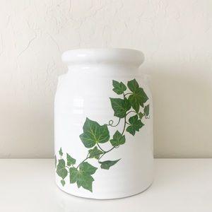White Gaze Ivy Ceramic Planter NWT